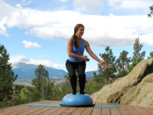 Bosu balance trainer, twisting squat, left