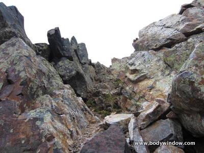 Small Gully near summit ridge on Vestal Peak