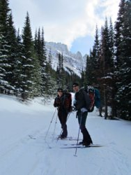 Cross country skiing into the Nokhu Hut