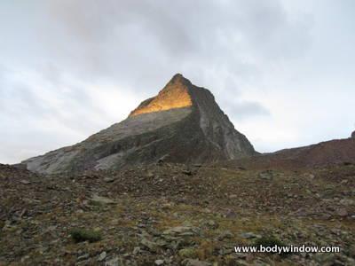 Alpinglow on Vestal Peak